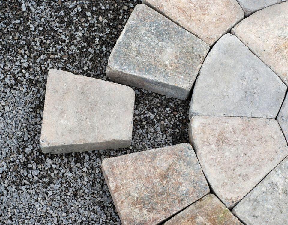 Kamień ogrodowy - Kamień naturalny - Dekoracje ogrodowe z kamienia - Hurtownia kamienia - Kamień dekoracyjny